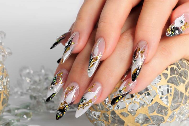 Pose d'ongles et faux ongles